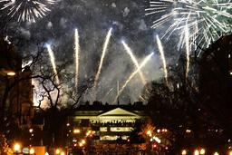 Slik så det ut rundt Det hvite hus onsdag kveld, etter feiringen av Joe Bidens innsettelse. Foto: Gerald Herbert / AP / NTB