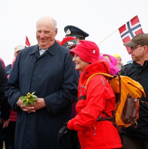 Dronning Sonja og kong Harald på Keiservarden i Bodø søndag kveld.