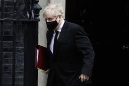 Storbritannias statsminister Boris Johnson sier det er fantastisk at 10 millioner briter nå er fullvaksinerte. Arkivfoto: Kirsty Wigglesworth / AP / NTB
