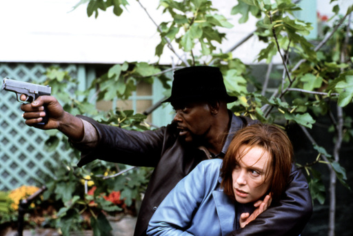 SHAFT, Samuel L. Jackson, Toni Collette, 2000, protecting with his gun
