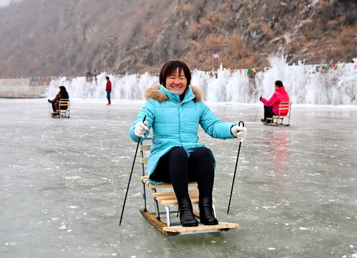 Tourists Enjoy Snow Sports in N China