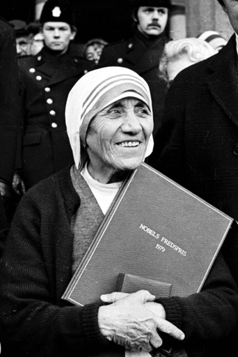 Pope approves sanctification of Mother Teresa