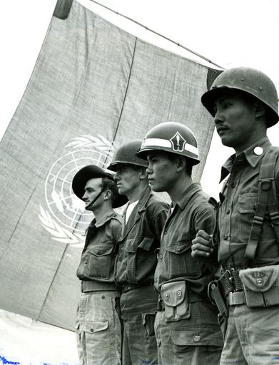 Koreakrieg, Soladten der UN-Truppen, Uno-Flagge / Foto 1950 - Korean War, United Nations soldiers -