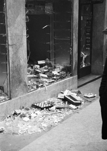 Reichskristallnacht, Berlin, zerstörtes Geschäft/ Foto 1938 - Kristallnacht, Berlin / Photo, 1938 -
