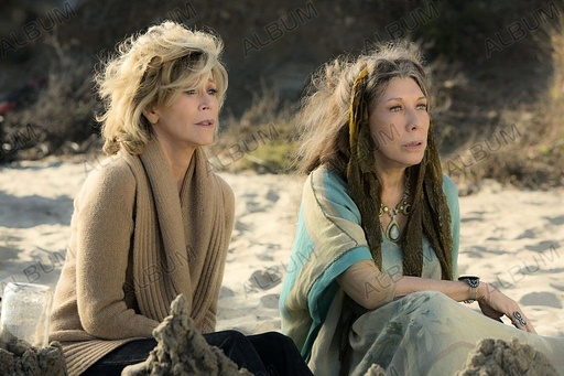 GRACE AND FRANKIE (2015), directed by DEAN PARISOT. JANE FONDA; LILY TOMLIN.